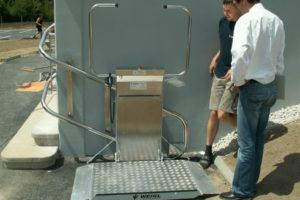写真:最新型車いす式階段昇降機 オメガ(OMEGA)